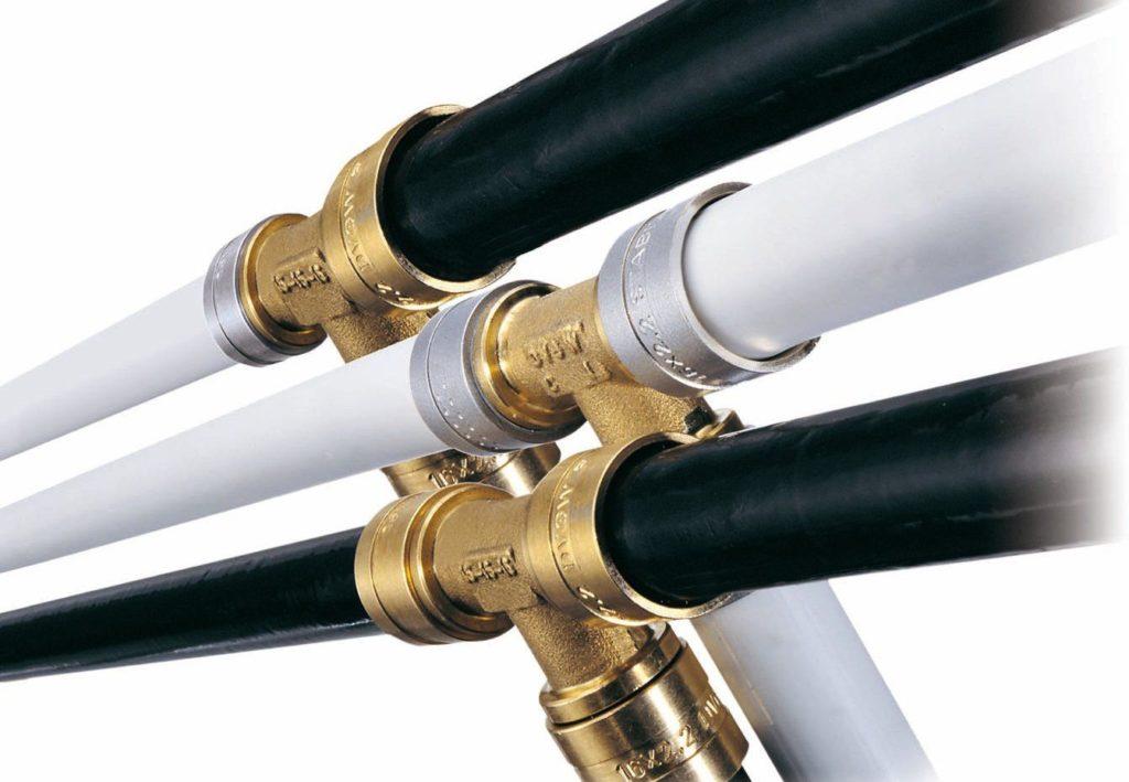 Соединительные трубопроводы воды и пара
