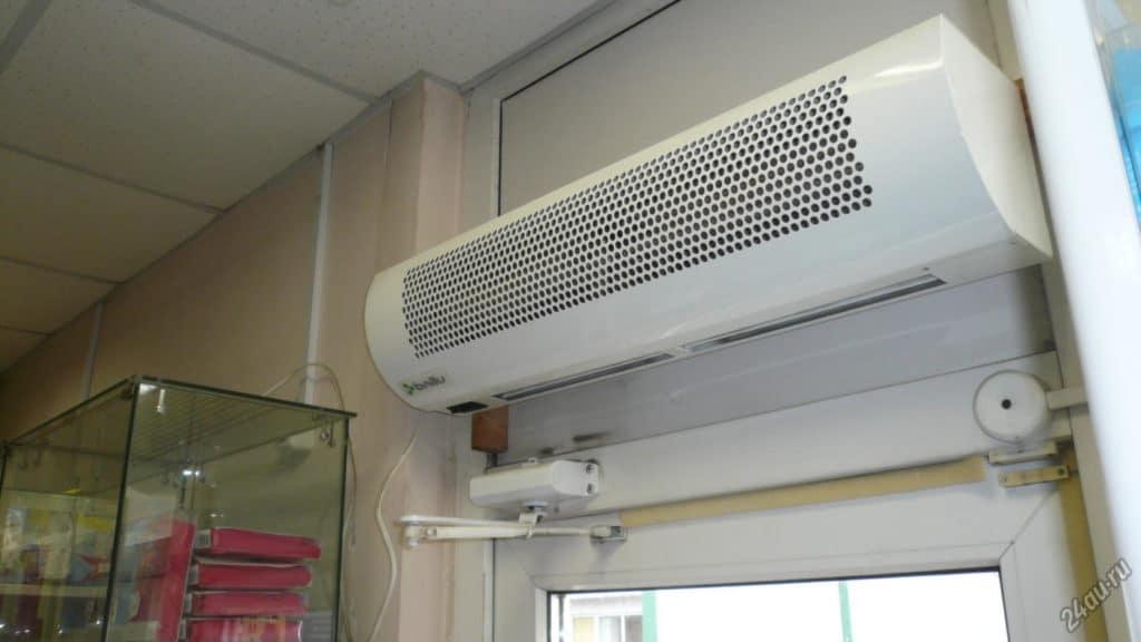 Тепловая завеса в помещении