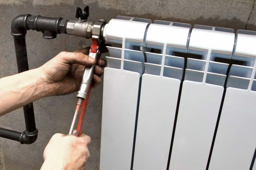 Что делать если протекает батарея отопления?