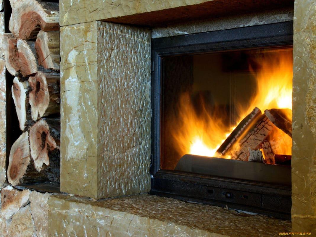 Почему из печи и камина исходит неприятный запах и как от него избавиться?