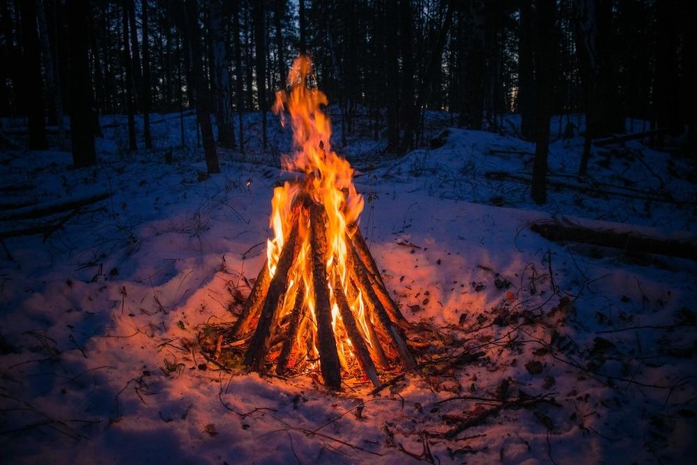 Зимний костер: инструкция по разведению