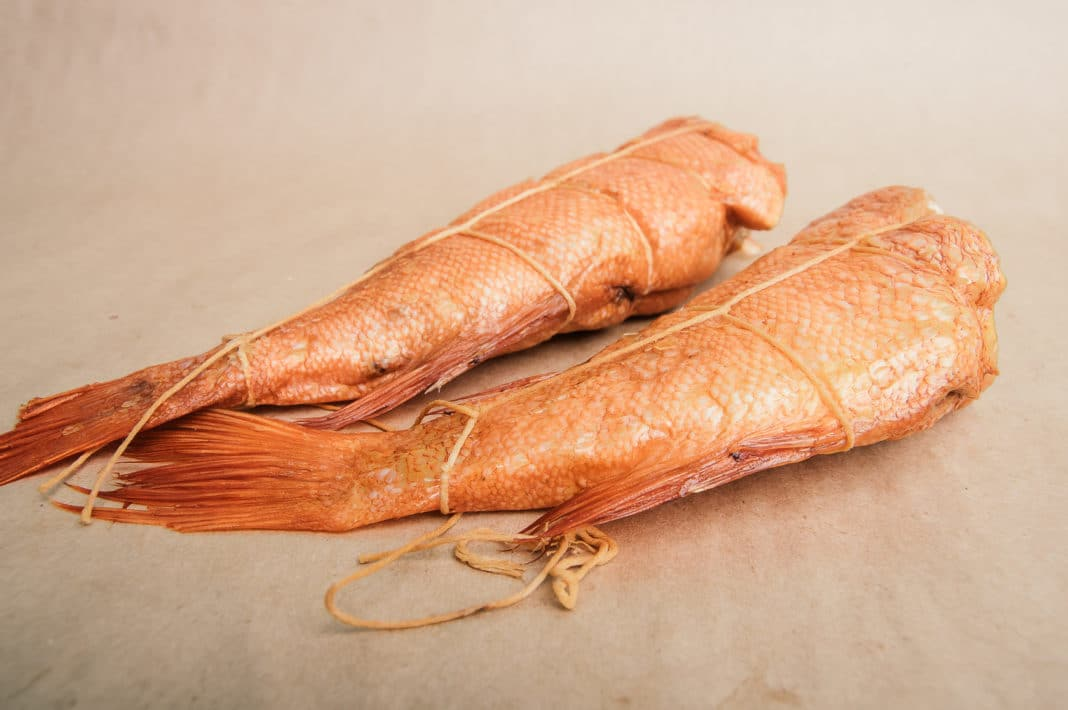 Как обвязать рыбу для горячего копчения
