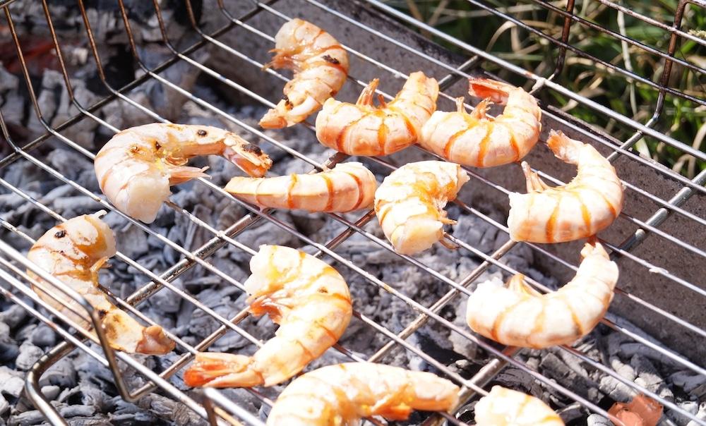 Креветки на мангале
