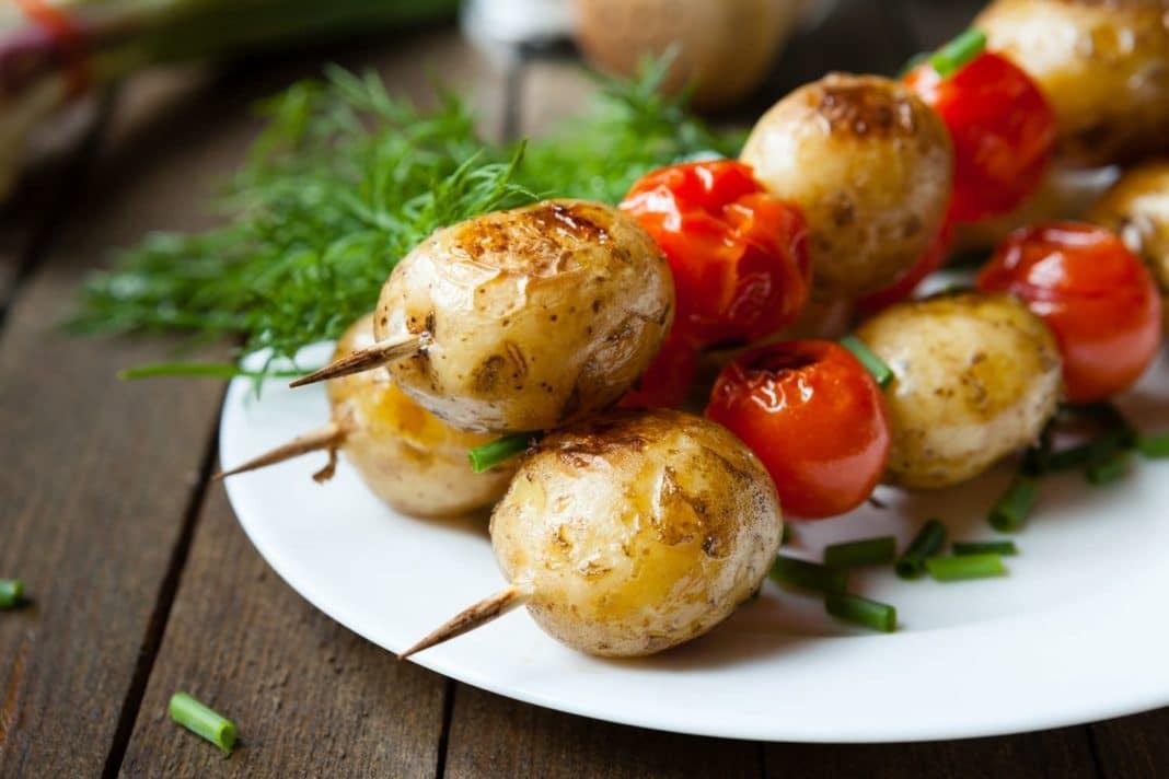 Картошка с салом на мангале
