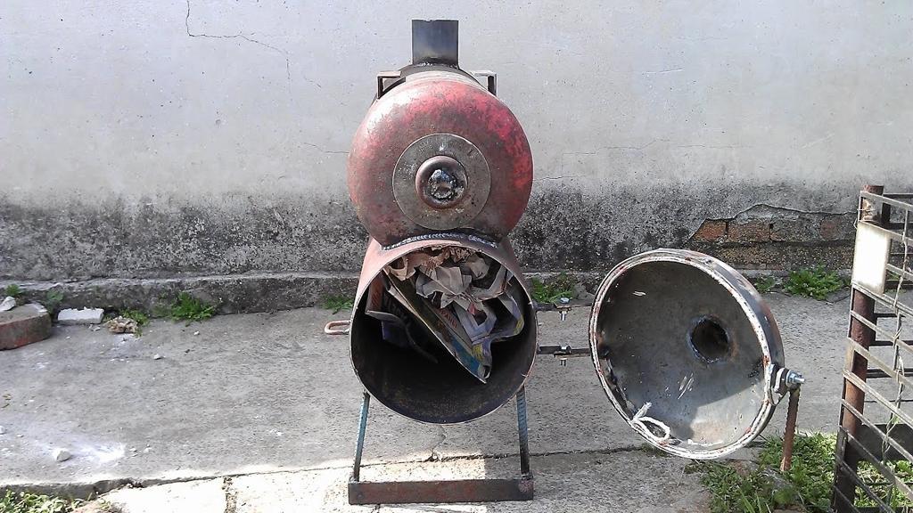 Печь-ракета с баллоном для сгорания отработанных газов