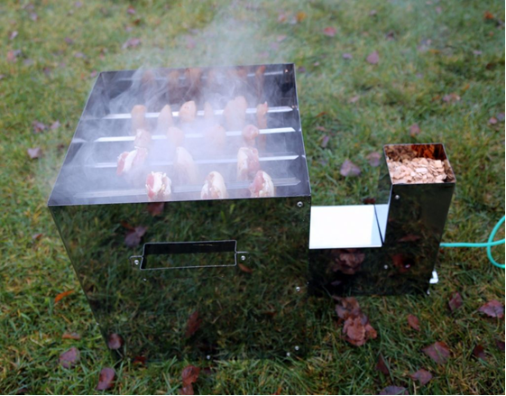 Как сделать коптильню для горячего копчения, чтобы получить кулинарный шедевр с дымком