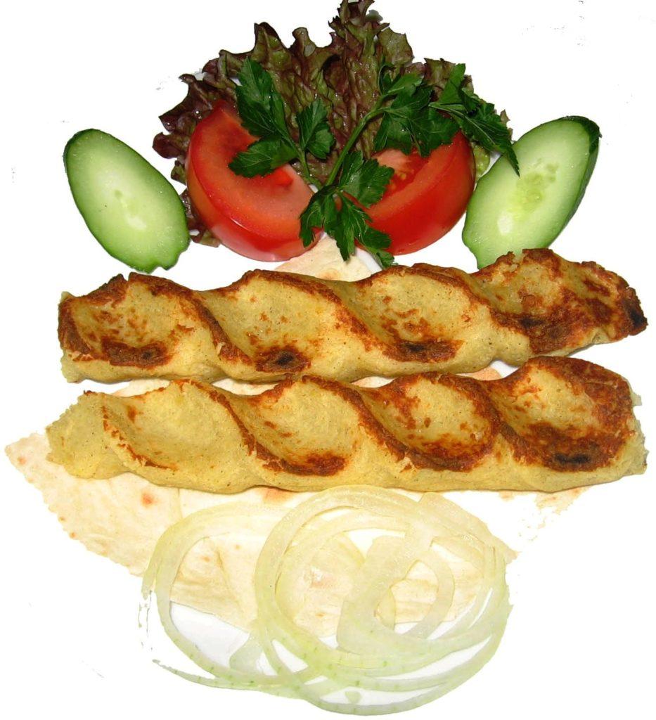 Картофельный люля-кебаб, приготовленный на мангале