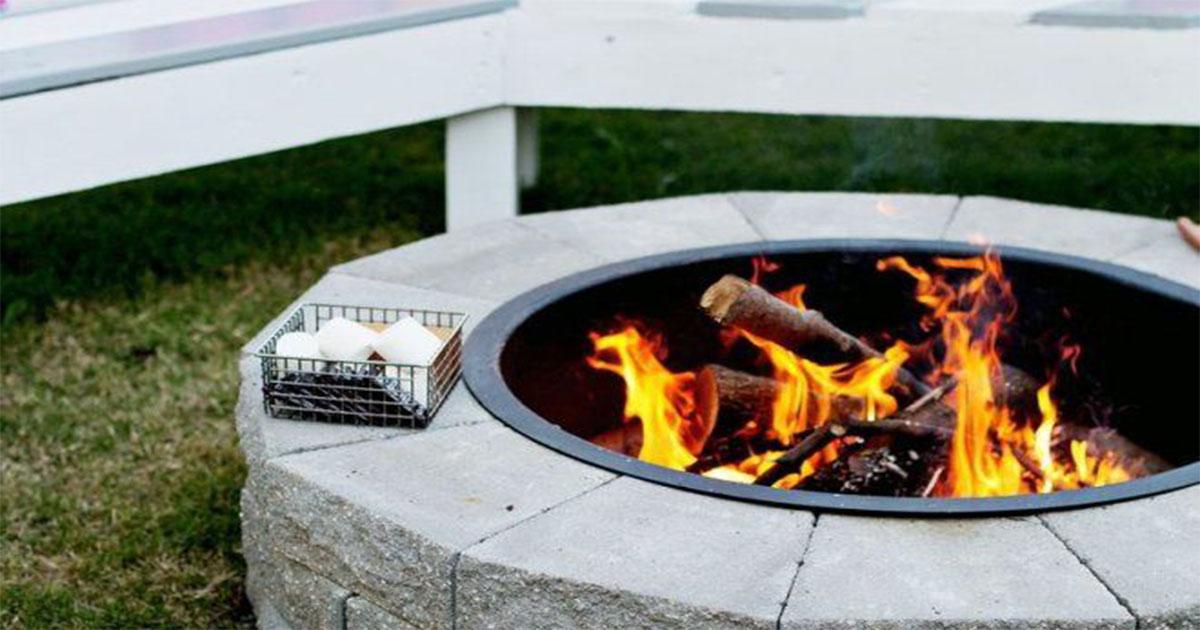 Как, потратив один выходной, сделать собственный гриль. И затем приготовить скумбрию на углях.