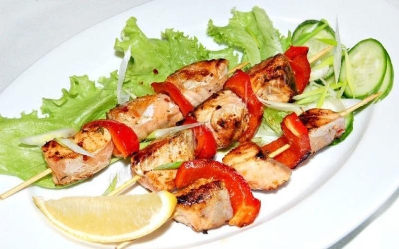 Шашлык из рыбы: 7 рецептов удачного маринада для кулинара любого уровня