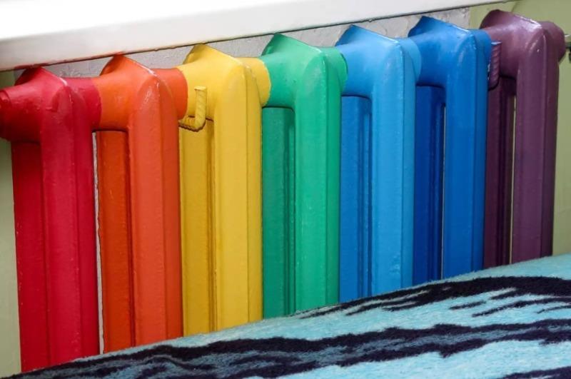 Как покрасить радиаторы, чтобы они перестали быть такими скучными