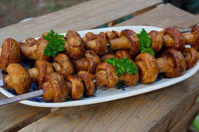 9 блюд на мангале, которые можно приготовить, если надоел обычный шашлык