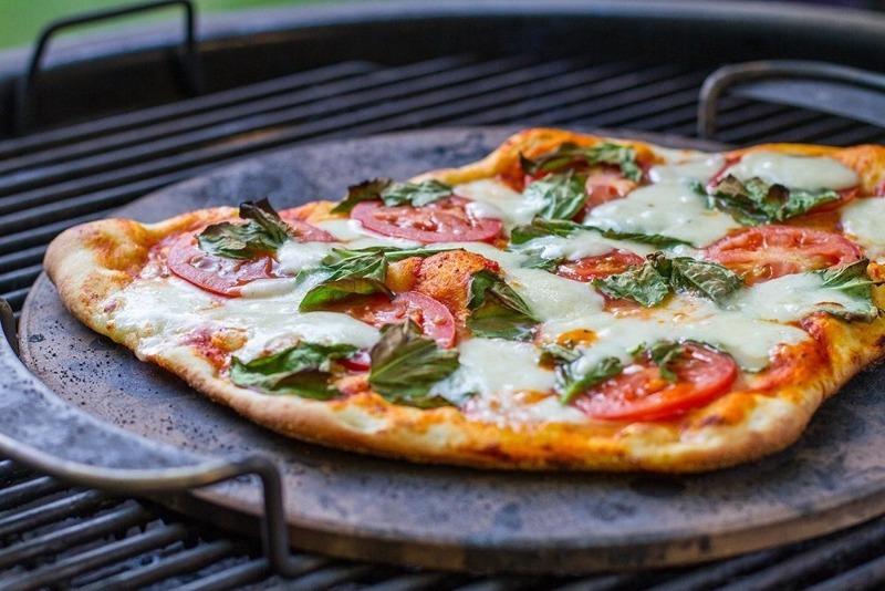 3 рецепта пиццы на мангале, которую не сравнить с домашней