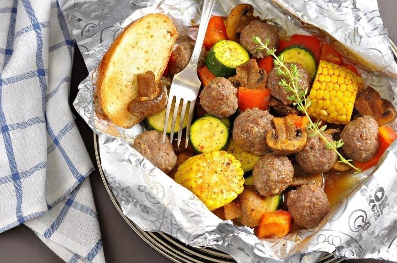 7 вкуснейших блюд, которые можно приготовить в фольге на гриле