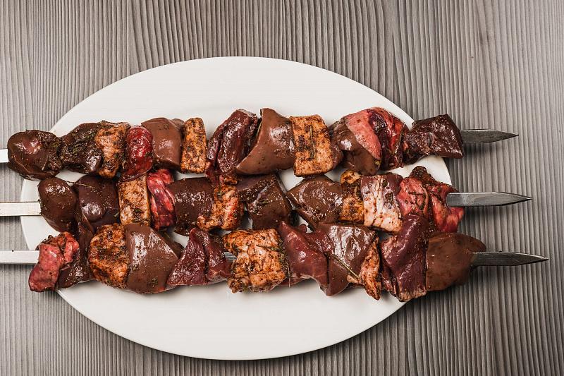 Антикризисный шашлык из печенки: 5 отличных рецептов
