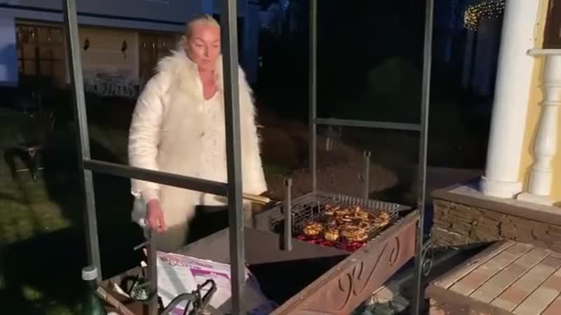 Звездный шашлык: как любят жарить мясо российские знаменитости