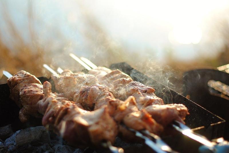 Кулинарный трюк с обратным маринадом, который доведет шашлык до готовности