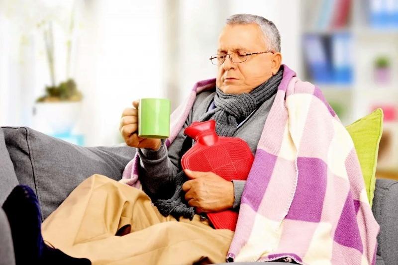 Почему пожилые люди мерзнут даже в жару