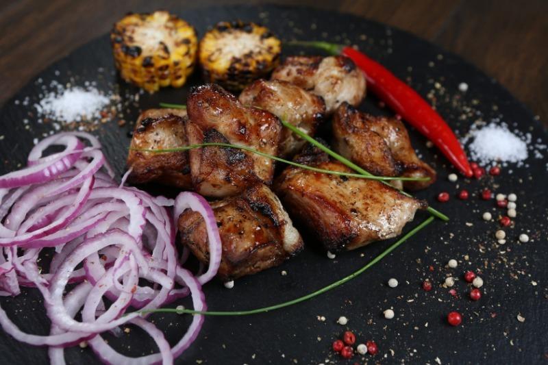 3 рецепта свиного шашлыка, который не надо мариновать