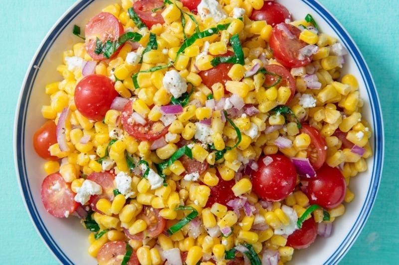 5 овощных салатов, которые выгодно подчеркнут вкус жареного мяса