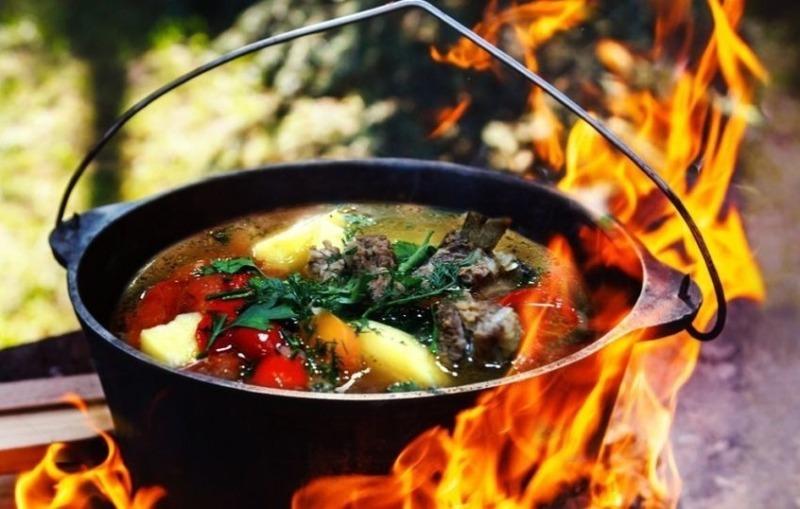 3 рецепта супа, которые лучше готовить на костре