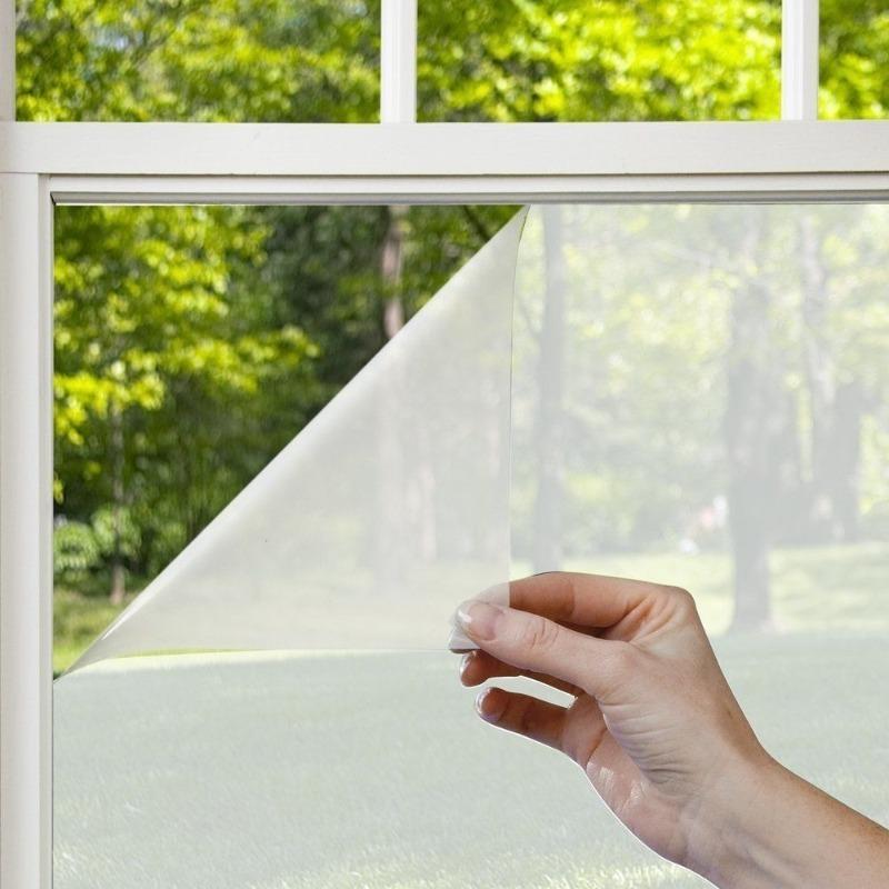 Заклеил окно, чтобы в комнате было не так жарко, но все равно оставалось светло
