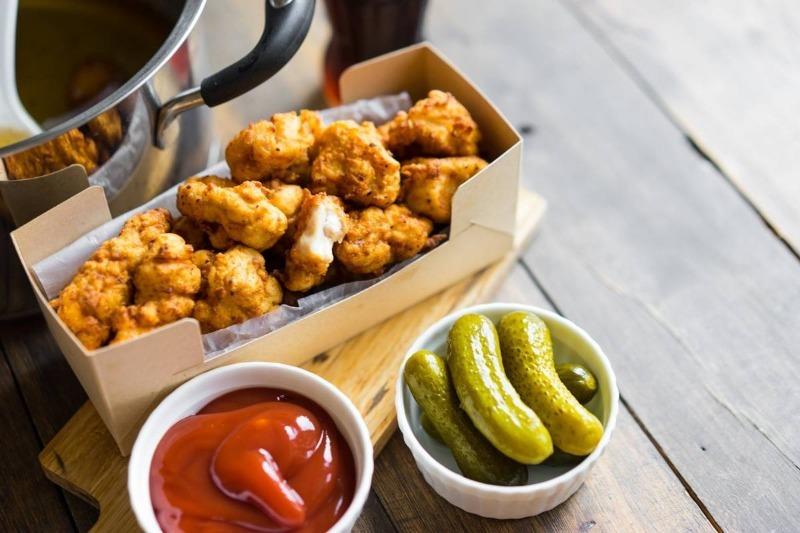 Будет вкусно: куриный попкорн в золотистом кляре на гриле или в кастрюле