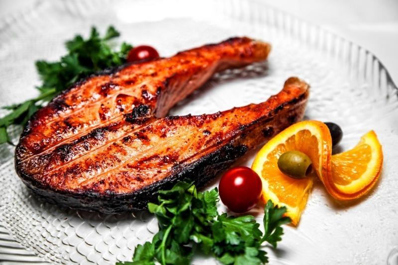 Мясо, овощи, рыба: 5 блюд, которые можно вкусно зажарить на углях
