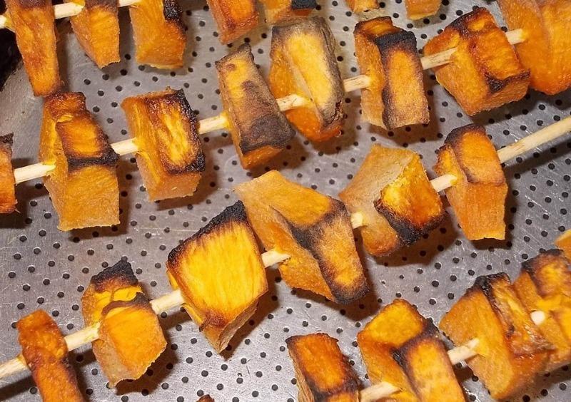 От тыквы до сосисок: как пожарить непревзойденный шашлык из того, что под рукой