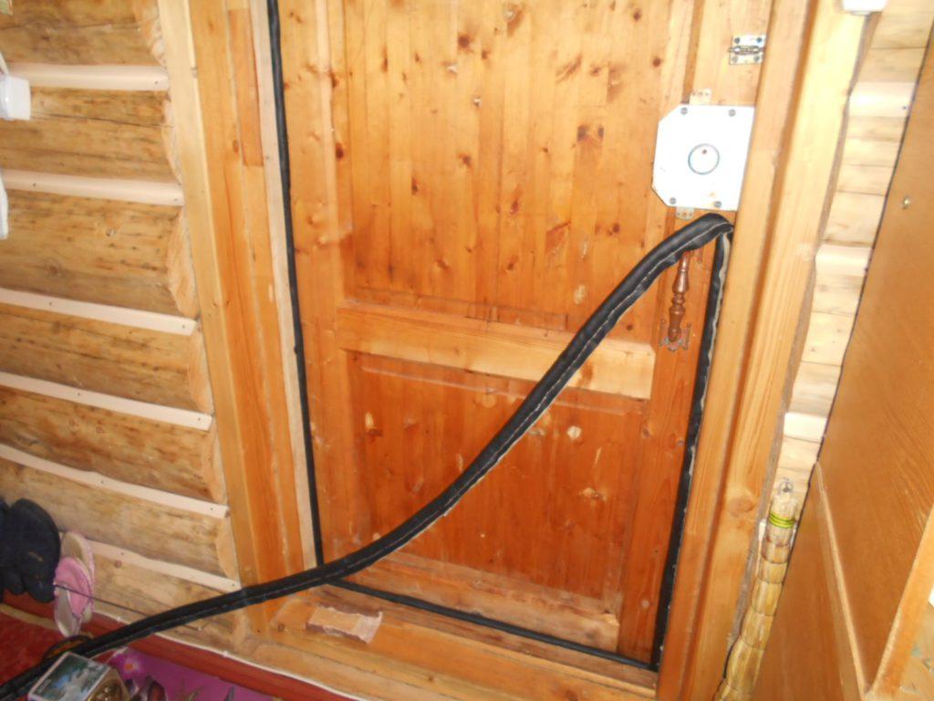 Как правильно утеплить входную металлическую дверь