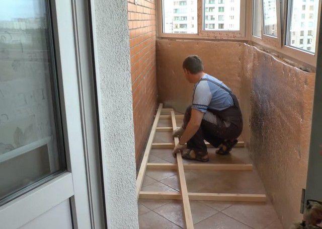 Идеи внутренней недорогой отделки балкона