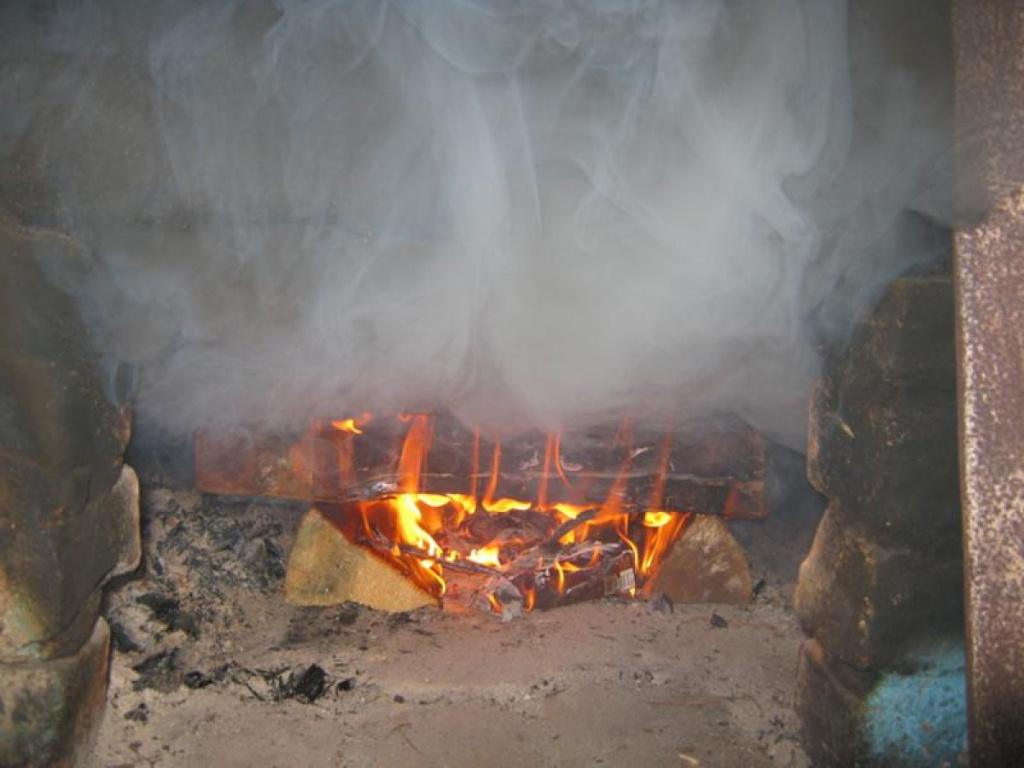 Если печь дымит и нет тяги в печке что делать