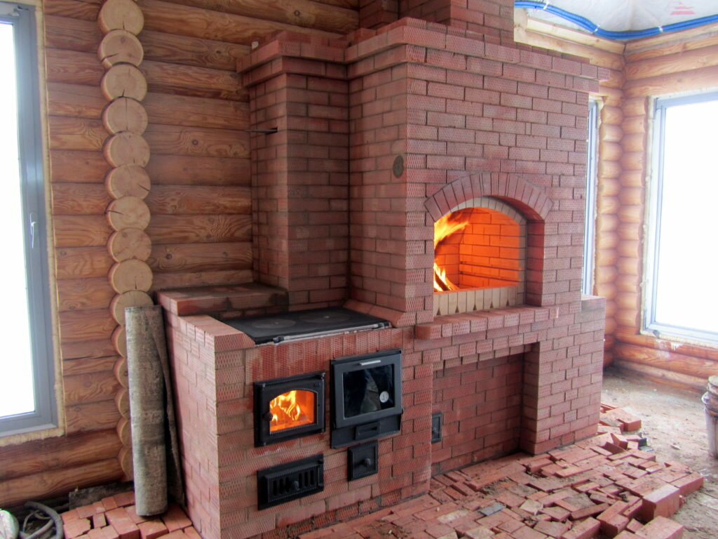 Как выглядит печь-камин два в одном