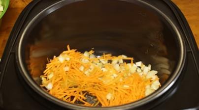 морковку режем соломкой