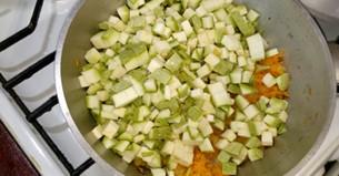 кладем овощи на сковороду